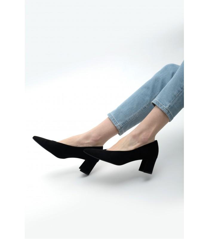 Туфлі чорні замшеві на трикутному каблуку