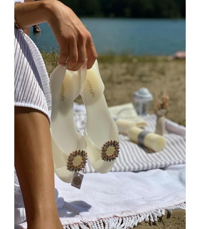 Босоніжки молочні силіконові з брошкою