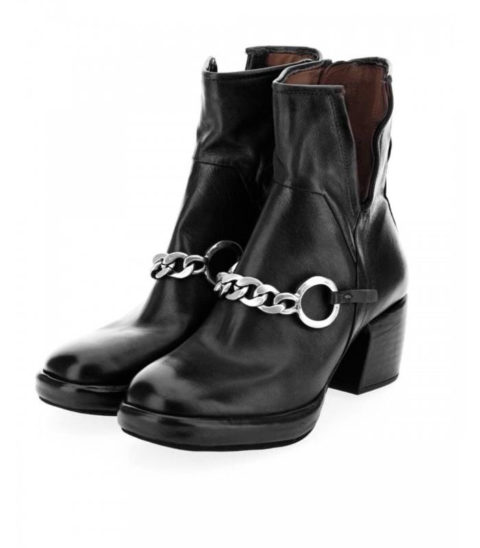 Ботільони чорні з ланцюжком на каблуку