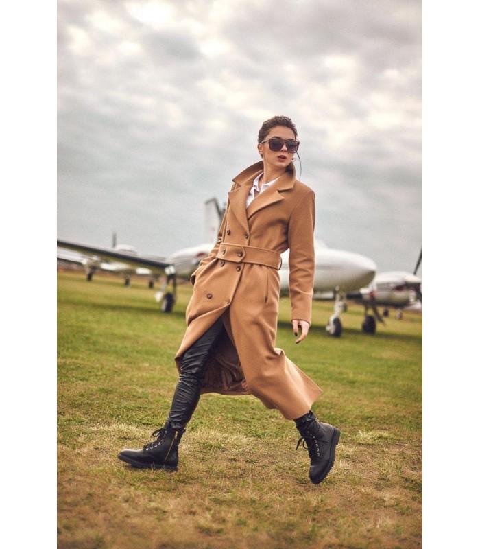 Пальто коричневе з гудзиками
