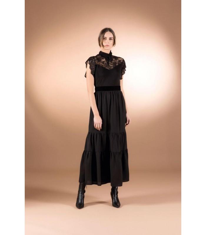 Сукня чорна довга з гіпюром