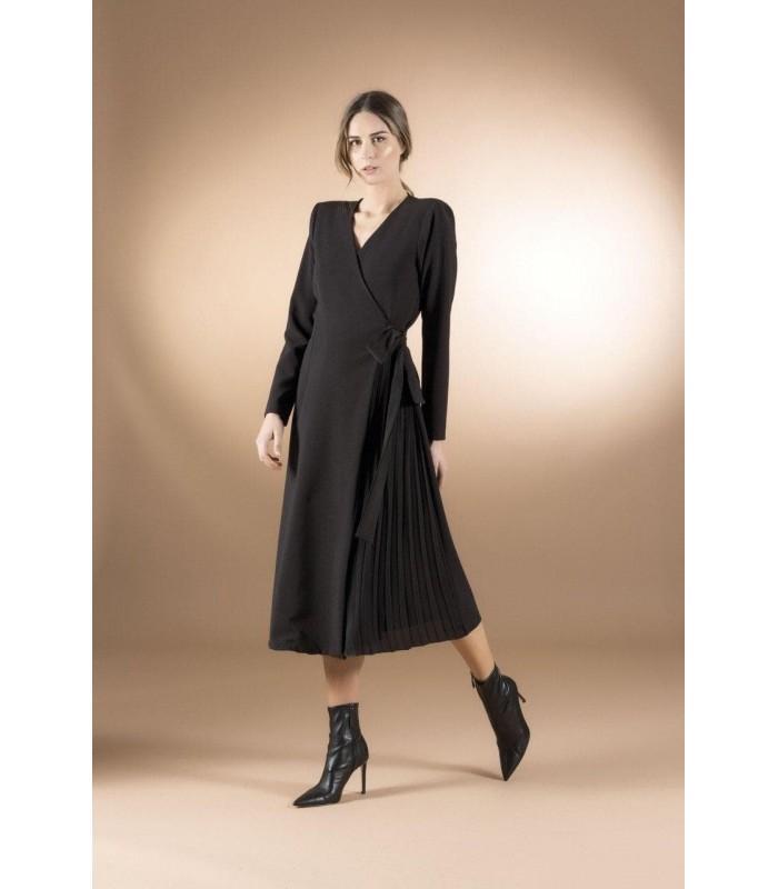 Сукня чорна на запах с плісе