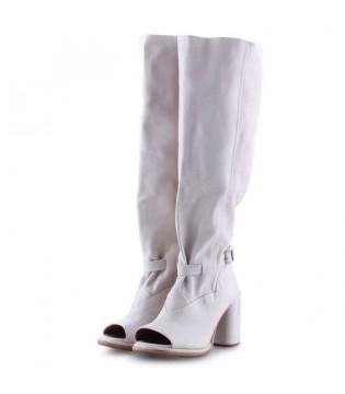 Чоботи білі з вирізом спереду з вінтажної шкіри