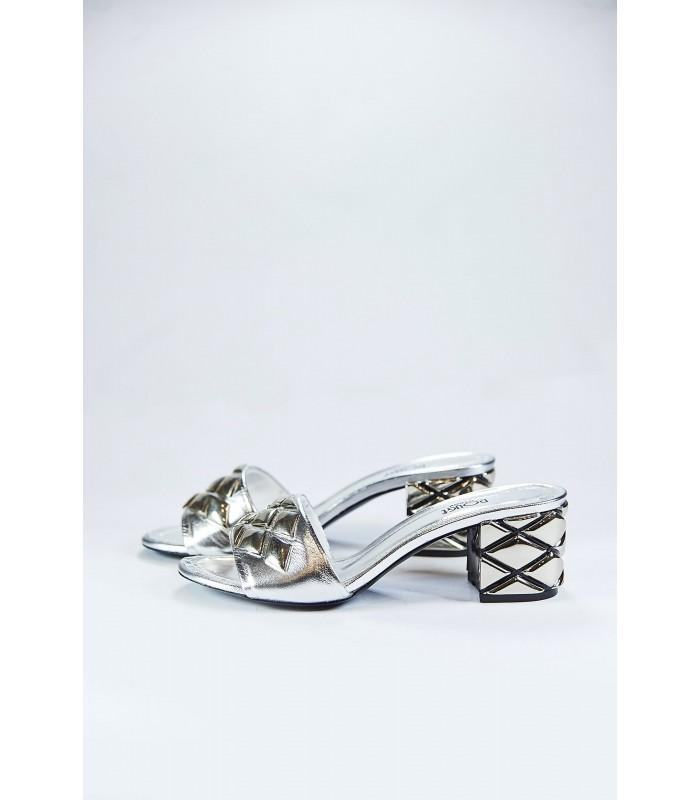 Шльопанці срібні з фактурним каблуком