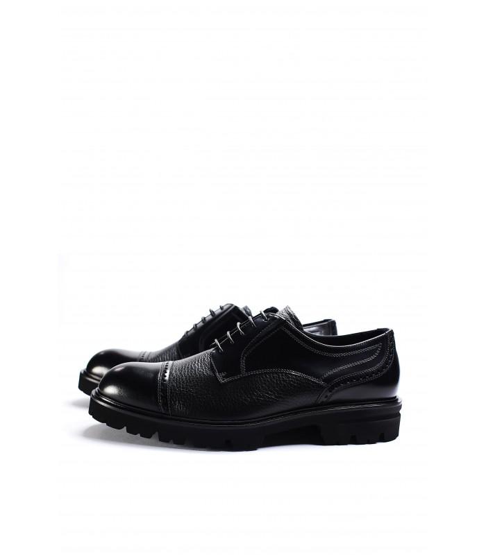 Туфлі чорні шкіряні з лакованими вставкми на тракторній підошві